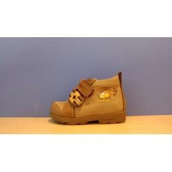 Szamos supinált fiú barna cipő